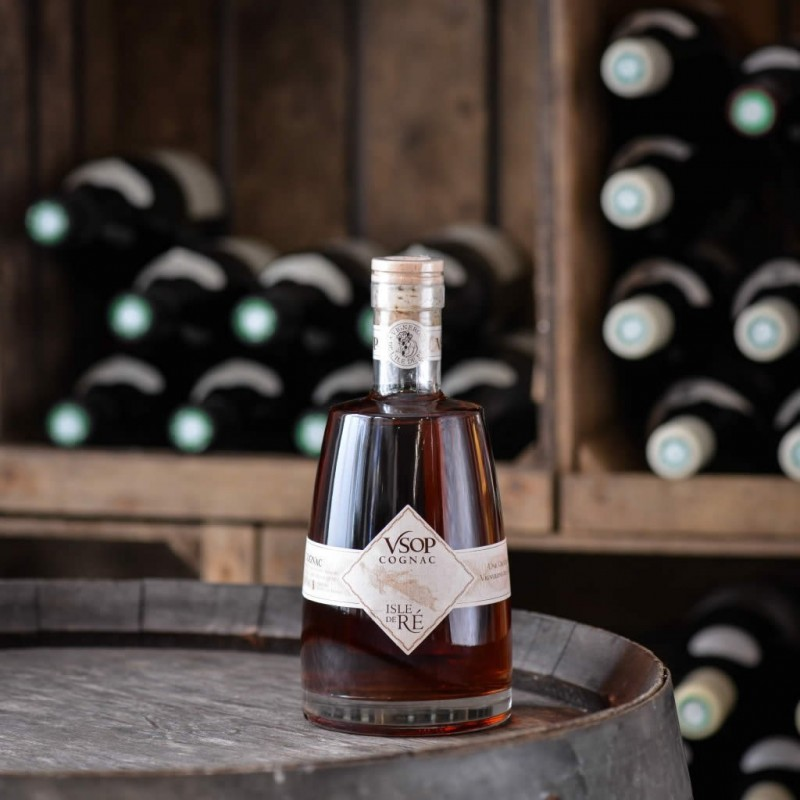 https://boutique.tout-du-cru.fr/382-large_default/isle-de-re-cognac-vsop.jpg